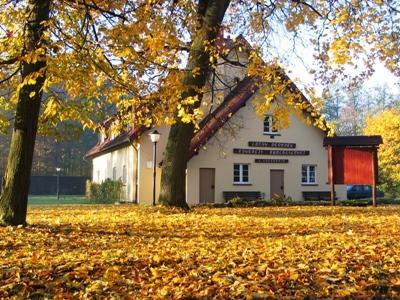 https://m.powiatszczycienski.pl/2016/08/orig/domek-6452.png