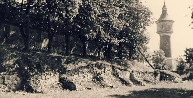 https://m.powiatszczycienski.pl/2017/10/n/mur-zachodni-1938-r-13989.jpg