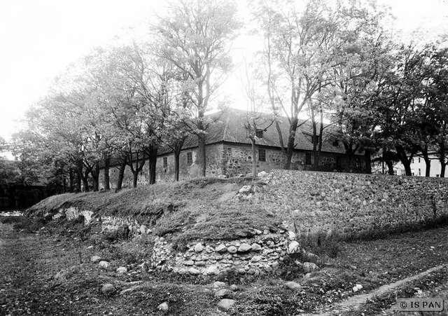 https://m.powiatszczycienski.pl/2017/10/n/mur-zachodnio-poludniowy-1938-r-13990.jpg