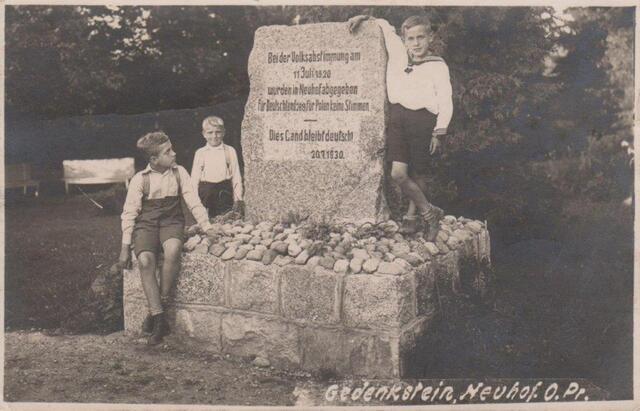 Pomnik plebiscytowy w Nowym Dworze (ze zbiorów Zorana Karasicia)