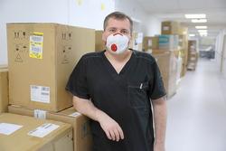 Sprzęt medyczny, który trafił do szpitala z Agencji Rezerw Materiałowych