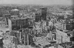 Śródmieście Warszawy po wojnie. Źródło: Wikipedia.